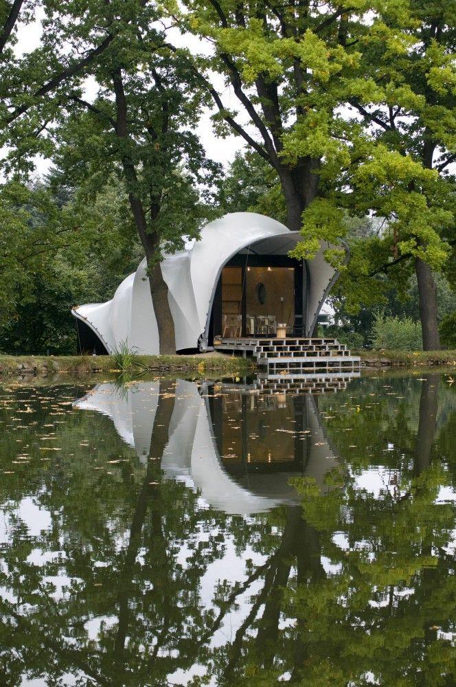Garden House at the Pond Másílko / OK Plan Architects