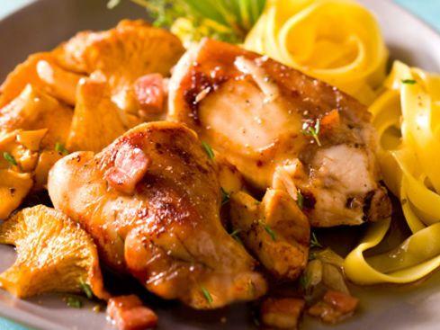 Lapin aux girolles  Dimanche, c'est l'occasion de se faire plaisir, non !   #recette #lapin #champignon #girolle