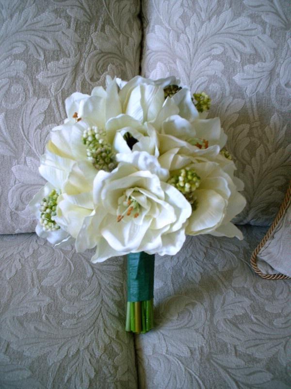 white amaryllis bouquet #bridalbouquet #weddingflowers