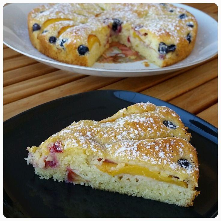 "Taze Meyveli İsveç Keki / Sugar Cake with Fresh Fruits (Swedish ""Sockerkaka"")"