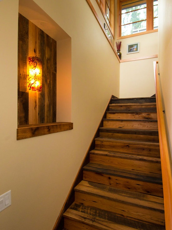 Enclosed stairway hall stairs decoration pinterest for Enclosed staircase design