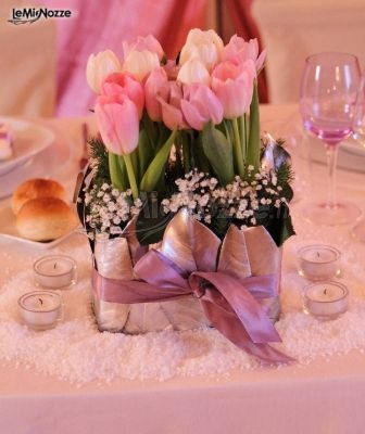 http://www.lemienozze.it/gallerie/foto-fiori-e-allestimenti-matrimonio/img21828.html Centrotavola con delicati fiori per il matrimonio di colore rosa