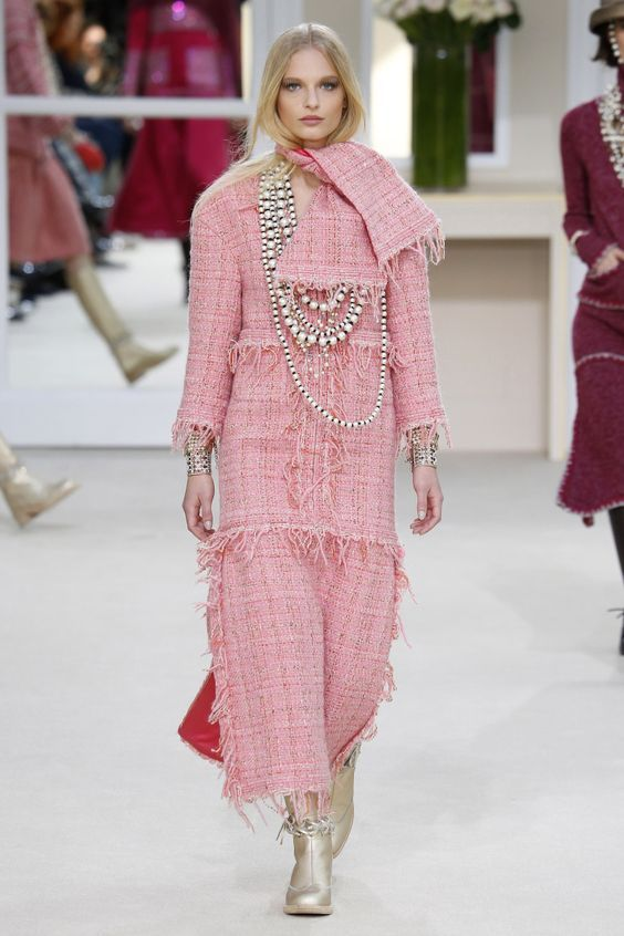 Chanel Fall 2016 Fashion show & more details