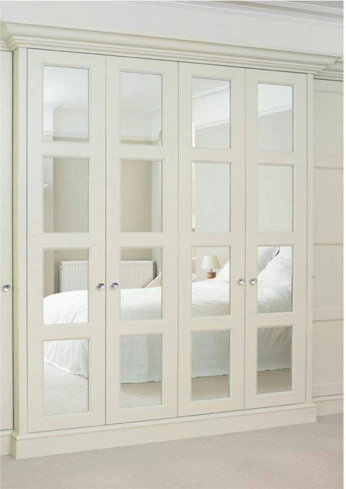 Closet con puertas de espejo