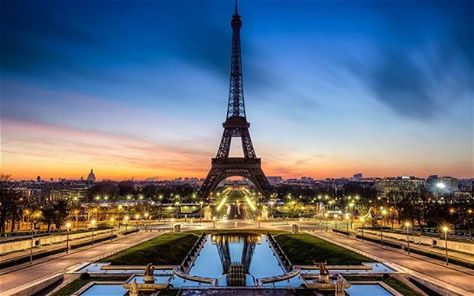 As a first-time traveller to Paris, a suggestion of the Top 10 things to do - With compliments from Flight Centre at The Grove! http://ow.ly/DXj2l