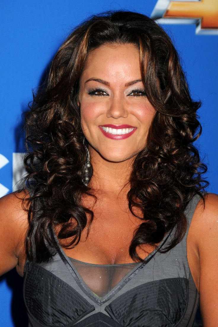 Katy Mixon, toking sis from Mike & Molly | Moving pictures ... Katy Mixon