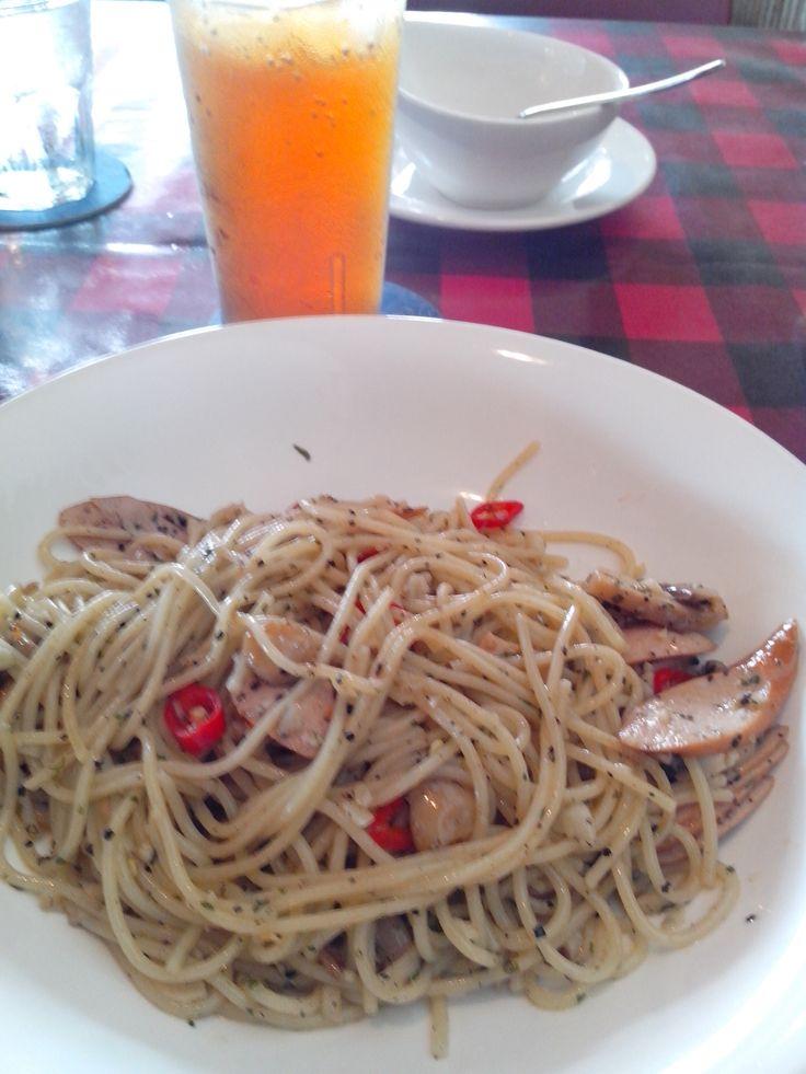 Anglio Spaghetti and Iced Tea @ The Ranch, Paya Lebar