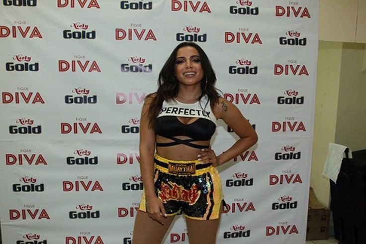 Anitta usa short Muay Thai para show no Rio