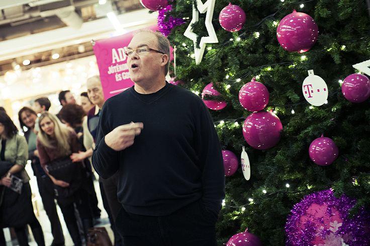Mark Zeeman, a kórus művészeti vezetője és karmestere