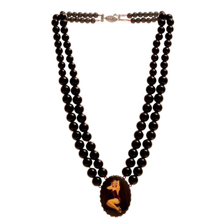 Cameo necklace on two rows of black pearls