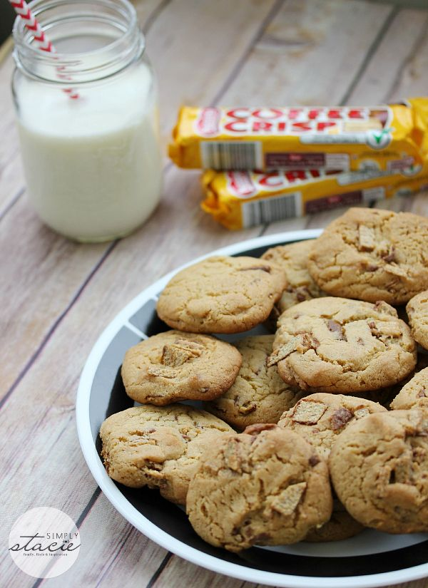 Coffee Crisp Cookies - substitute your favorite chocolate bar in place of chocolate chips to make a chocolicious batch of cookies!