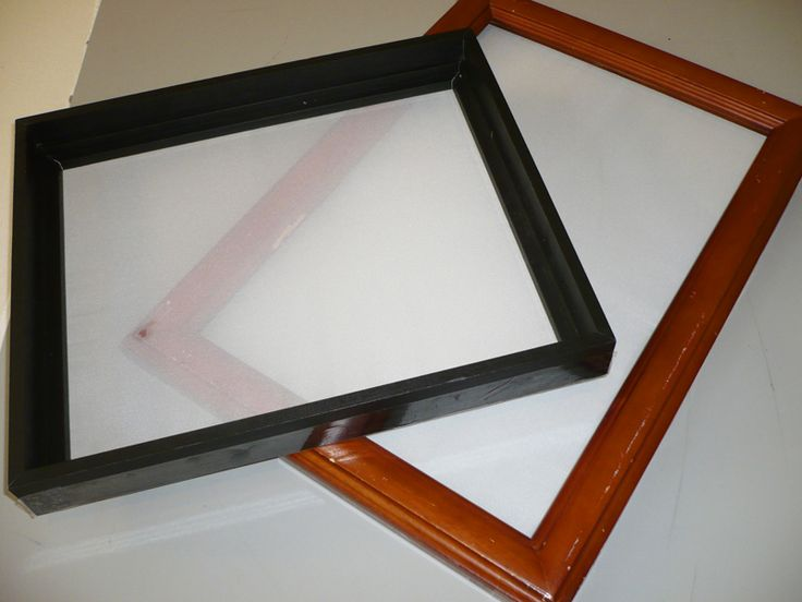 Self made screens with curtains and picture frames. I don't know why I'm so in love with these kinds of projects when I just HAD to have a Yudu. >,