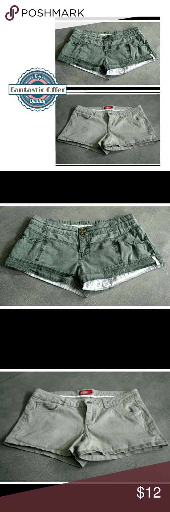 👖Juniors Shorts Bundle - ×2 Shorts for $12! 🎼Who likes a short shorts? YOU like short shorts! Well don't fret, this amazing bundle of ×2 pairs  of casual shorts is a steal at only $12! Bundle with anything else & the price drops to $8, which = one pair FREE! Both shorts are Junior sizes. The low-rise army green Billabong shorts are Jr. size 5, good condition. The light tan khaki Dickies are Jr. size 11, excellent condition. Dickies Shorts