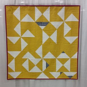 Love! #quiltcon Prill by Rossie Hutchinson ... love the touch of navy print and the magenta binding! And the fmq!