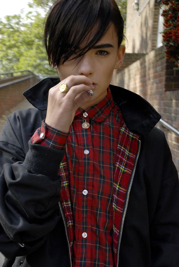 Something about how ze's pulling off this look impresses me.  It would be super hipster, but instead it's swagged out.