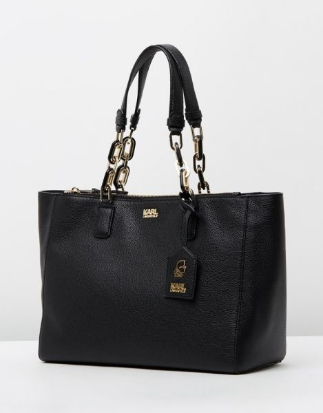 A+classic+leather+tote+boasting+luxurious+detailing,+the+<b>K/Grainy+Tote+</b>ticks+off+the+brands+luxe+list.+The+<b>Karl+Lagerfled+</b>bag+features+gold+and+black+chain+link+handles+and+gold-toned+branding.<br+/><br+/>-+Measurements:+H23cm+x+W38cm+x+D14cm<br+/>-+Genuine+pebble+textured+leather<br+/>-+Gold+and+black+chain+link+handles<br+/>-+Zip+fastened+slip+pocket+on+the+front<br+/>-+Internal+zip+fastened+pocket<br+/>-+Branded+removable+tag<br+/> http://rfbd.cm/rp8e9c0844