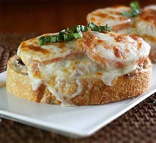 Sandwich de atún con queso gratinado