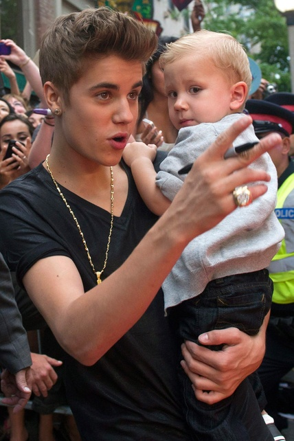 new hairstyle for Justin Bieber  with his younger brother