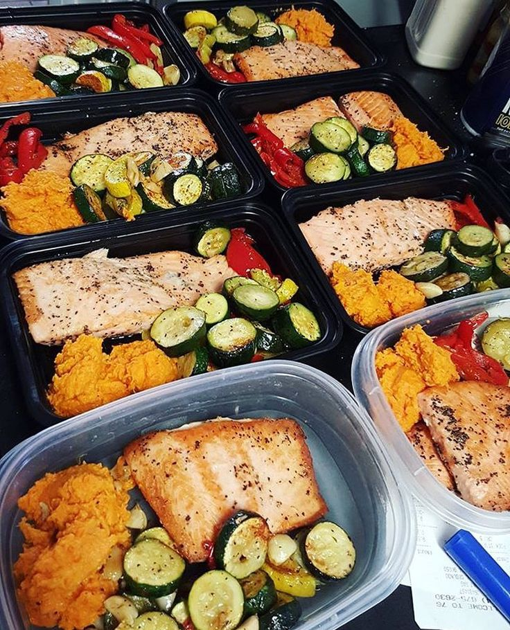 Salmon roasted veggies and mashed sweet potato all prepped by @kenmasterp! Hes got a nice balance of lean protein veggies and complex carbs to meet his goals! - Set goals enter your body metrics discover what your macros are a#and start building customized plans with @mealplanmagic that are catered to you and bring results. Look no further and stop guessing! Learn the approach used by fitness models and premier athletes for maximum effect and complete control. - ALL-IN-ONE TOOL & GUIDES…