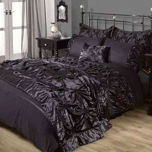 Beautiful gothic bed  #gothique #gothic #bed #bedroom #goth #darksouls #dark #darkness #victorian #picture #picoftheday #photooftheday #black #original #fantasy #luxury #beautiful #photographie #photos #photo #photography #devil #death