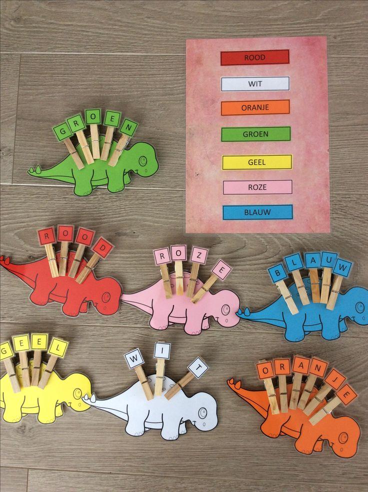 Wasknijpers op de rug van de dino zetten, met opdrachtblad om de letters in de juiste volgorde te zetten *liestr*