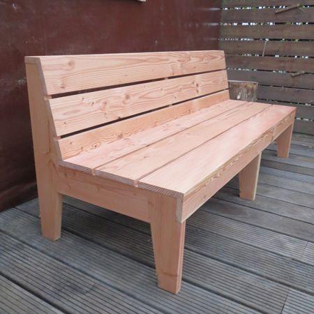 Douglashouten bank 'Weeze'. Een strakke moderne (tuin)bank die garant staat voor jaren zitplezier. Een bank gemaakt van een duurzame houtsoort welke door ons verantwoordelijk verwerkt is tot een meubel die staat in elke tuin, woning en horecagelegenheid. Meer info op www.rustikal.nl