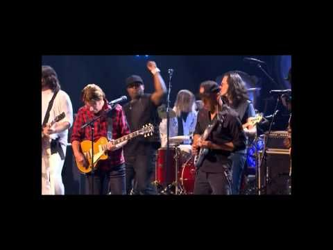 """▶ Rock and Roll Hall of Fame Induction 2013 playing Cream's version of Robert Johnson's """"Crossroads"""" at the ending Jam - YouTube with Public Enemy, Gary Clark, Jr., Tom Morello, Ann & Nancy Wilson of Heart, Rush, John Fogerty, Dave Grohl & more"""