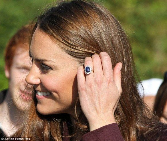 Kate Middleton engagement ring  - oval sapphire