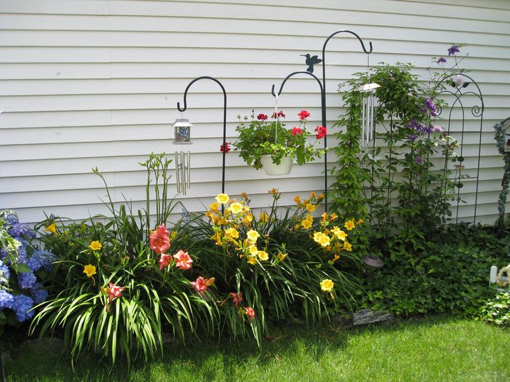 very nice against the east side of the house gardening pinterest east side gardens and. Black Bedroom Furniture Sets. Home Design Ideas