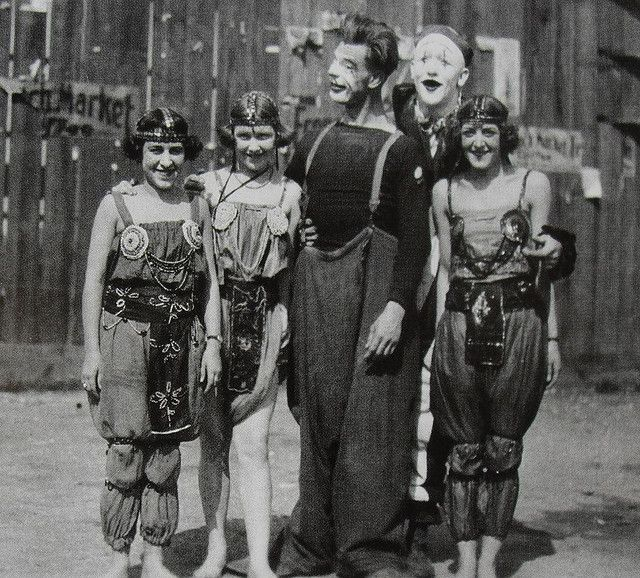 Men and women of the 1930s circus!: Vintage Circus Costume, Circus Circus, Circuscostumes, Costumes Vintage, Vintage Photos, Circus Performing, Circus Costumes, 1930S Circus, Vintagecircus