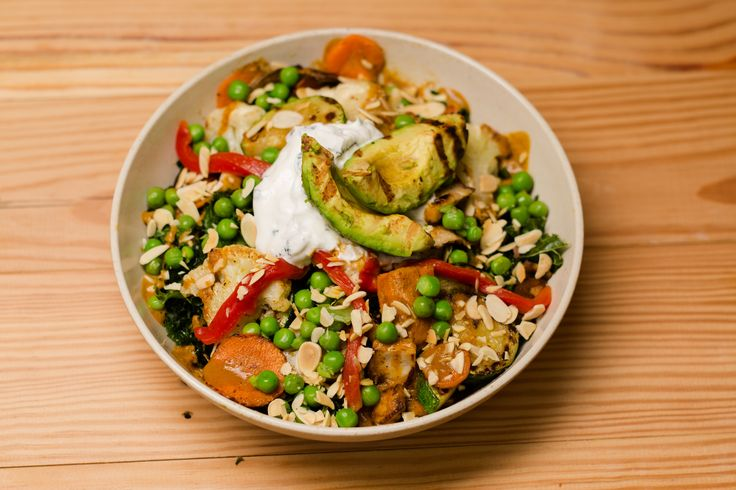 b.good's Curry & Grilled Avocado Bowl -organic quinoa, kale, sautéed veggies, shiitakes, cauliflower, roasted red pepper, peas, almonds, spicy curry, and a mint-yogurt sauce - awesome!