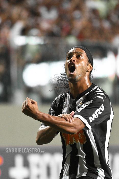 Ronaldinho Gaucho chegou ao GALO em 2012. Em 88 partidas marcou 28 gols. #Ronaldinho #R10 #R49 #GALO