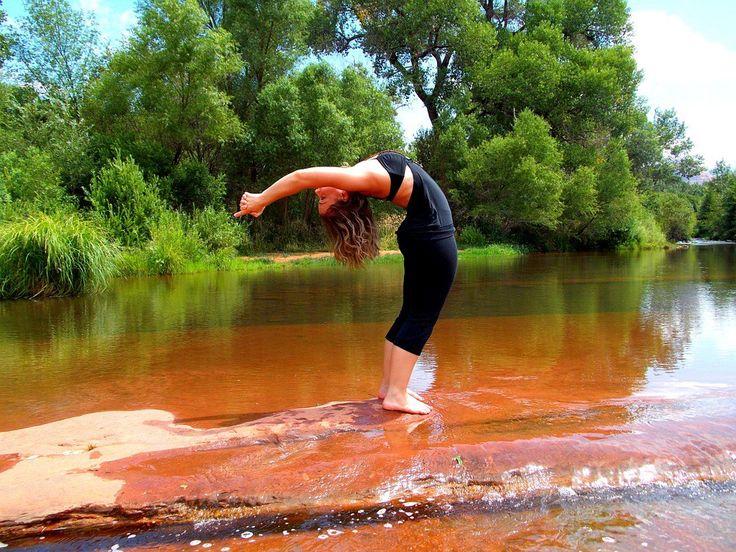 """""""A jóga a tudatfolyamatok uralása."""" Patandzsali Európában és Amerikában (is) tombol a jóga őrület, sokféle formában találkozunk ezzel az ősi tudással, sokszor azonban éppen a lényegét veszti el az …"""