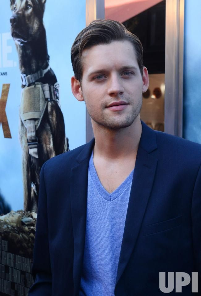 Just been watching 'The Man in the High Castle.' Luke Kleintank has a pretty cool quiff to try out.