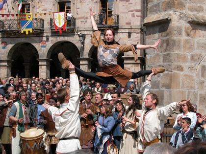 Derroche de energía en uno de los espectáculos del Mercado Medieval