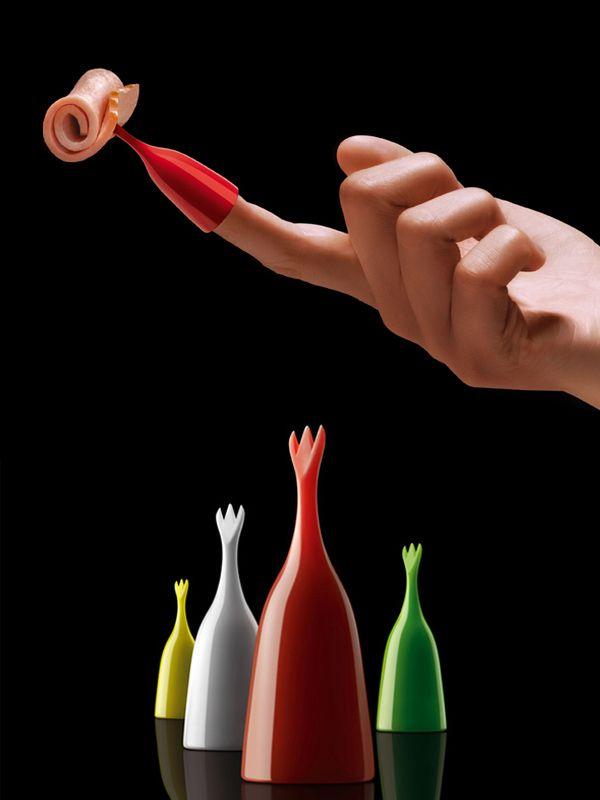 """""""Pintxos al dedo"""" es una serie de objetos que se colocan en cualquier dedo (o en todos), sin complicaciones y que invitan a comer, jugar y explorar. $5.500"""