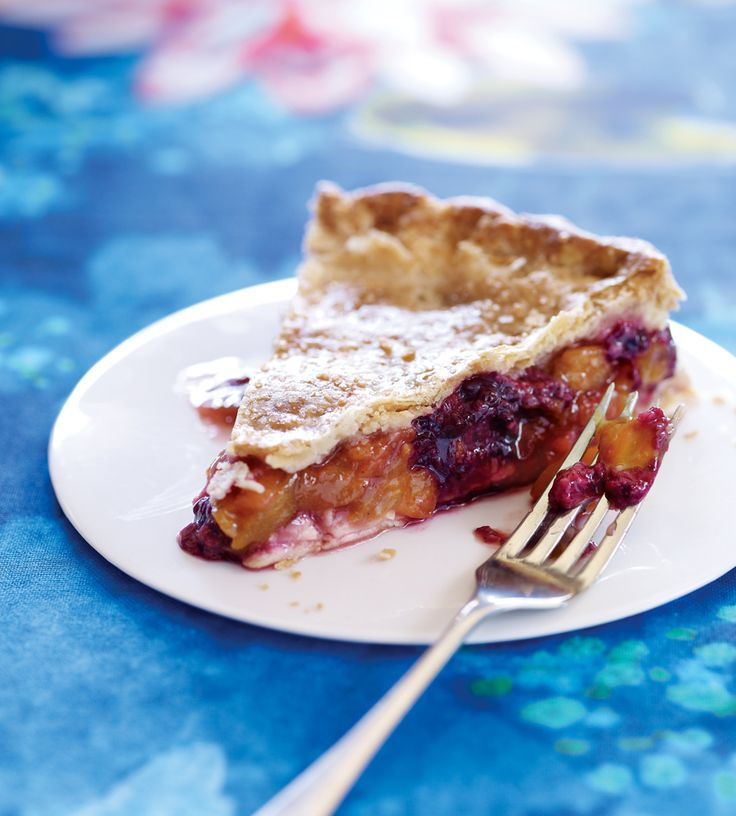 Old-Fashioned Nectarine and Blackberry Pie..