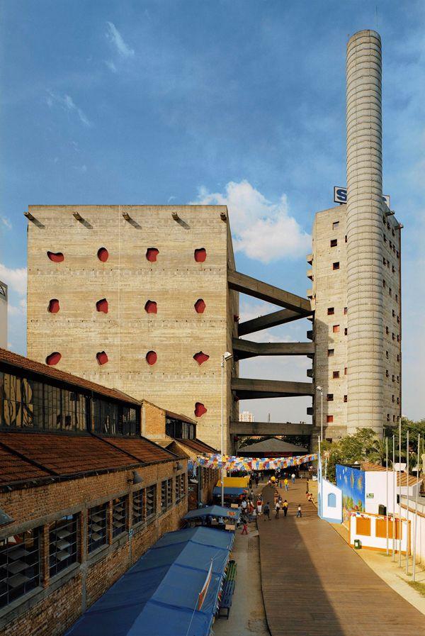 Sesc Pompéia, S. Paulo, Brasil, 1990.  Projeto: Arquiteta Lina Bo Bardi.