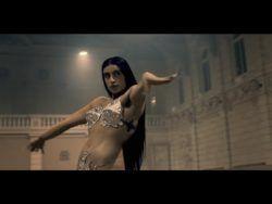 https://www.youtube.com/watch?v=9t7SclAXoQw  Видео режиссера Эммануэля Аджеи, (2017) Nov 17, ℗ Twisted Elegance, 2 210 101 просмотр, 1 768 комментариев, в кадре поет про гомосапиенс, равенство, выживание, танцует женщина-кентавр. Севда Ализаде более известна под своим сценическим именем...