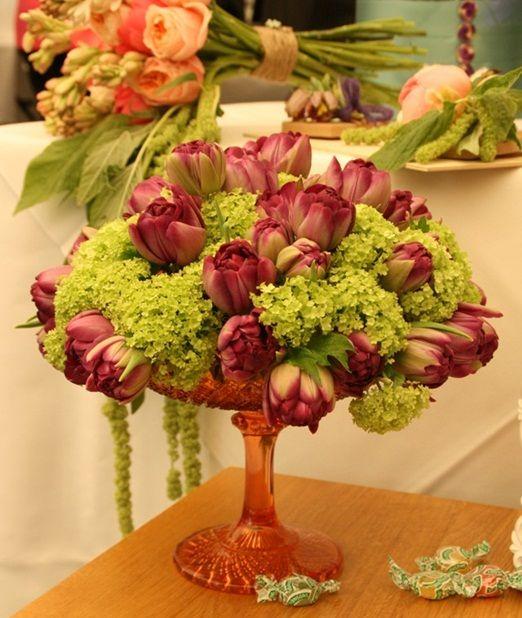 Table flower arrangements for wedding cake