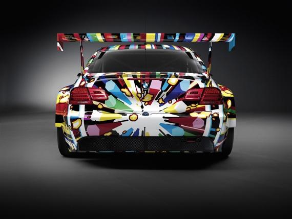 BMW Art Car x Jeff Koons    Voici la nouvelle art-car BMW, dessinée par l'artiste controversé Jeff Koons. Des couleurs vives et des formes allongées, grâce à une impression numérisée sur vinyl recouvert par deux épaisseurs de film transparent de protection. Ce modèle, la BMW M3 GT2, participera aux 24 heures du Mans.