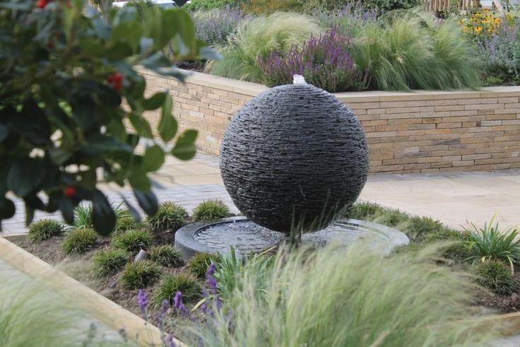 Wasserspiele im Garten - Kugel Brunnen aus Naturstein