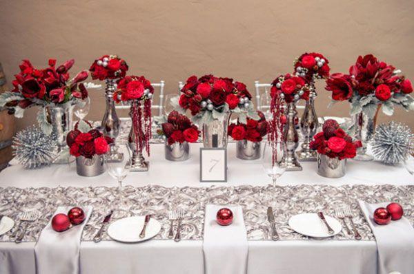 """6.mariage-rouge-et-argent-decoration-de-table """" Celui-ci le chemin de table est dessous la vaisselle """""""