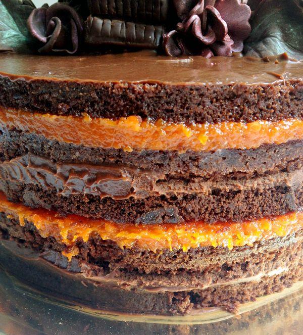 Bolo de chocolate e especiarias com doce de abóbora