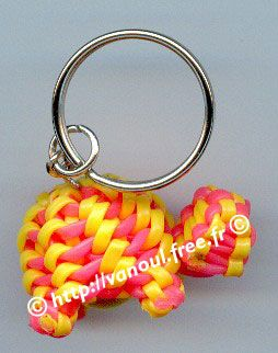 Keychain turtle made out of Scoubi-Doggle (Aka Scoubidou, Boondoggle, gimp, rexlace)
