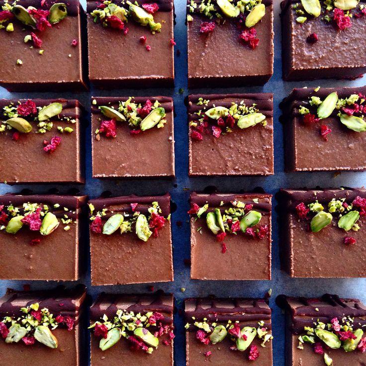 Raw Vegan Choc Raspberry + Pistachio Cheezecakes | www.blendlove.com