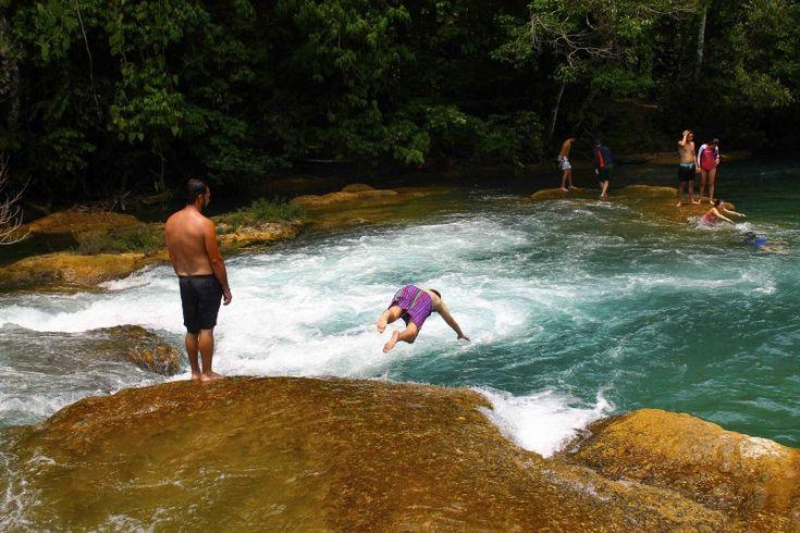 Chiapas y sus Cascadas de Agua Azul - http://revista.pricetravel.com.mx/lugares-turisticos-de-mexico/2015/05/31/chiapas-cascadas-agua-azul/