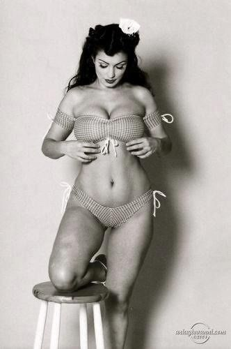 I think this is a perfect body love the bathing suit gotta love the 50s