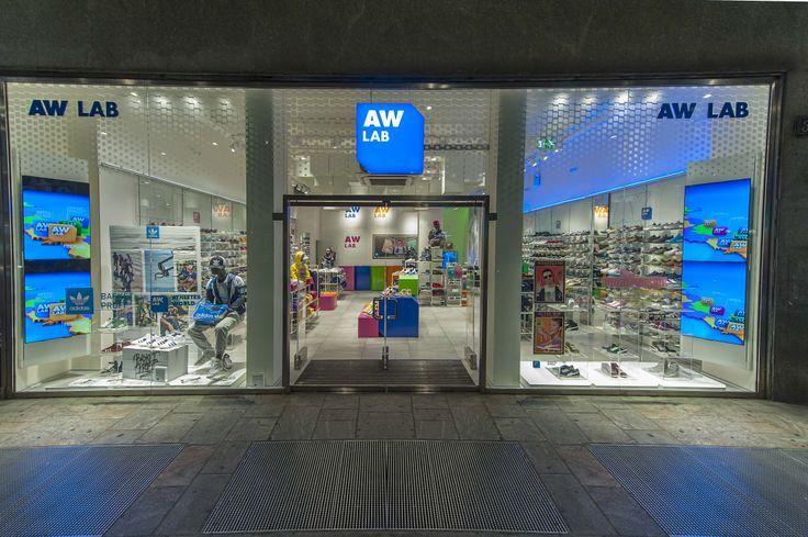 Negozio di sneakers, abbigliamento e accessori sportswear. #awlab #sneaker AW LAB C.so Buenos Aires 31 - 20124 Milano (MI) Tel: 02/2047341 Shop Online: www.aw-lab.com Follow us on Facebook: www.facebook.com/AthletesWorldItalia