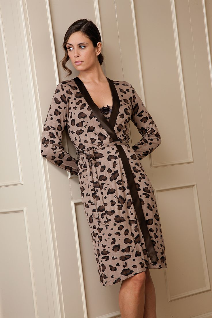 Bata en animal print y en tejido viscosa #bata #animalprint #egatex #sleepwear #homewear